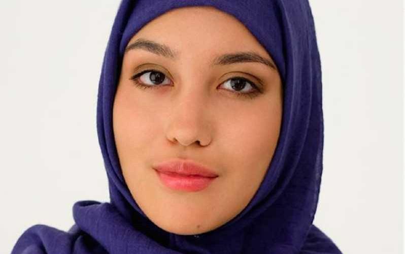В России впервые привлекли к рекламе модель в хиджабе