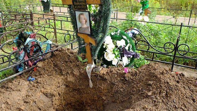 Оренбуржец раскопал могилу возлюбленной: хотел убедиться