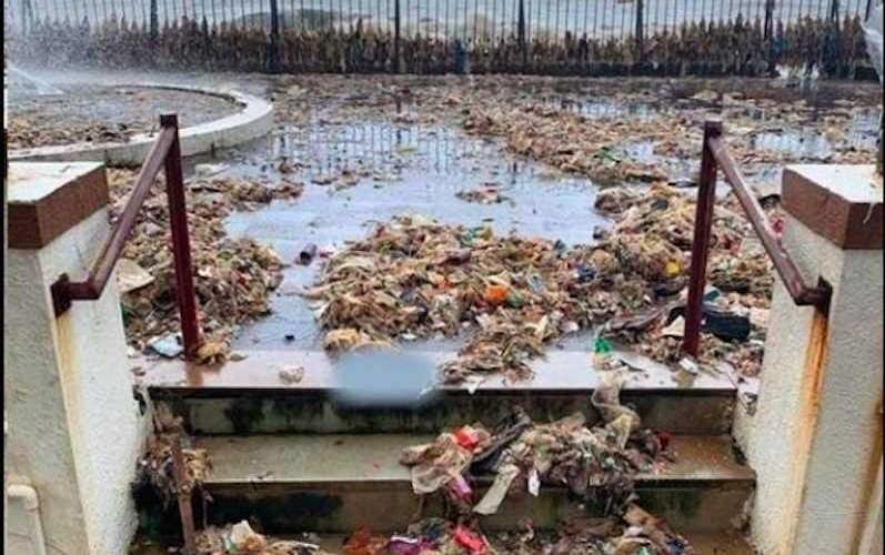 Просто океан вернул людям всё, что они в него выбросили
