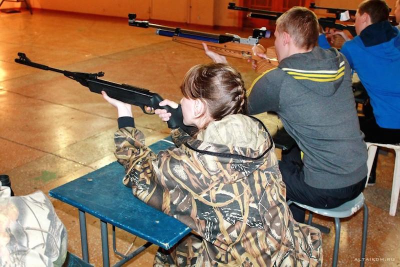 Российских школьников хотят приучать к оружию