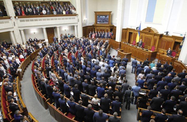 Украинские депутаты отменили свою неприкосновенность