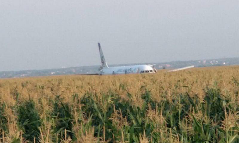 Самолет «Уральских авиалиний» совершил жесткую посадку в Подмосковье