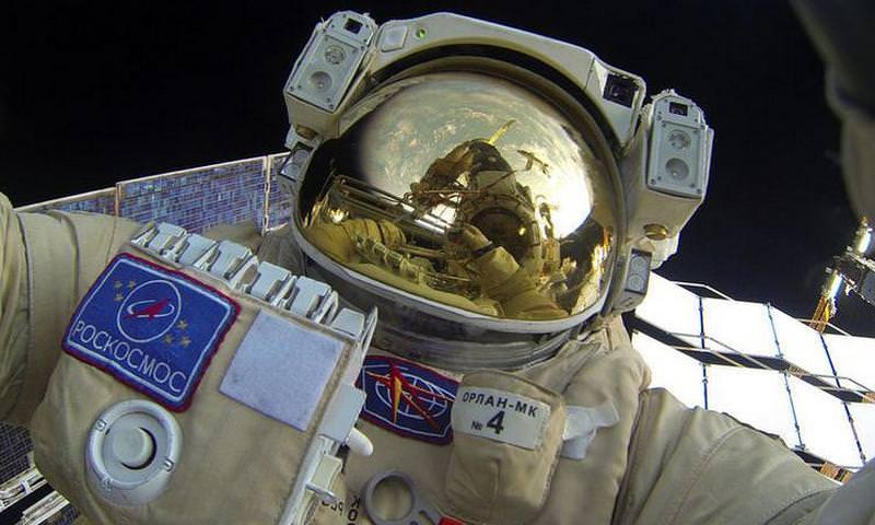 Какую зарплату получают российские космонавты