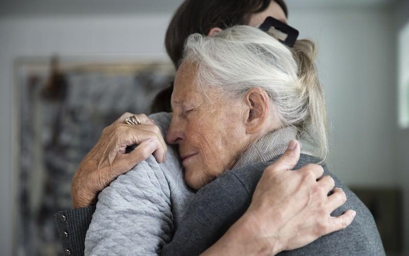 Минтруд предложил пристраивать одиноких стариков в семьи
