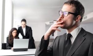 Минздрав предложил предприятиям штрафовать курящих на работе