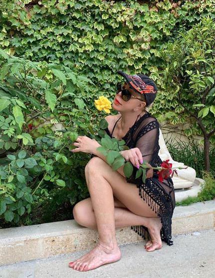 65-летняя Любовь Успенская похвасталась стройной фигурой на отдыхе