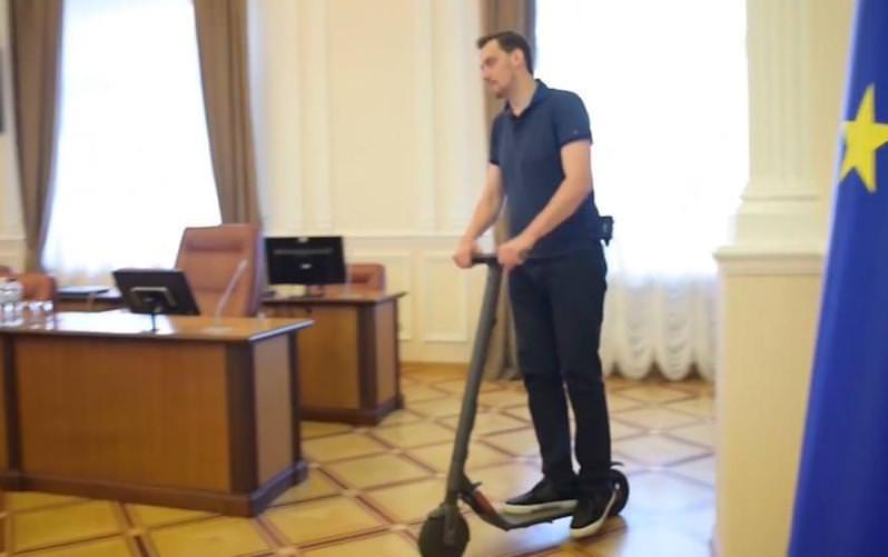 Это не шоу: новый премьер-министр Украины запретил пускать журналистов на заседания