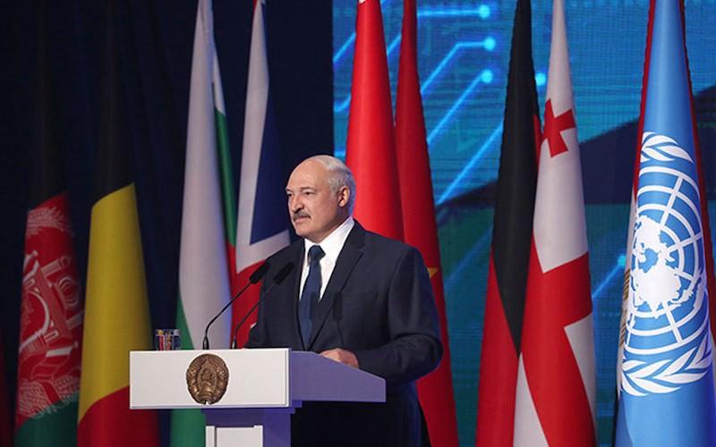 Лукашенко испугался и
