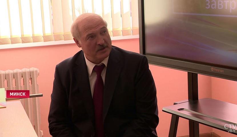 Во всем виноват Зеленский: Лукашенко отказался от велосипеда и пересел в Tesla