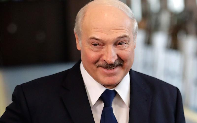 """""""Мужики не дурят, не прыгают, не бегают"""": Лукашенко хочет видеть в парламенте женщин"""