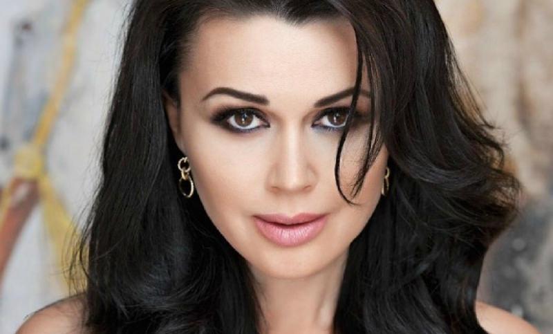 «Петя не выходит из палаты»: Анастасии Заворотнюк сделали вторую операцию