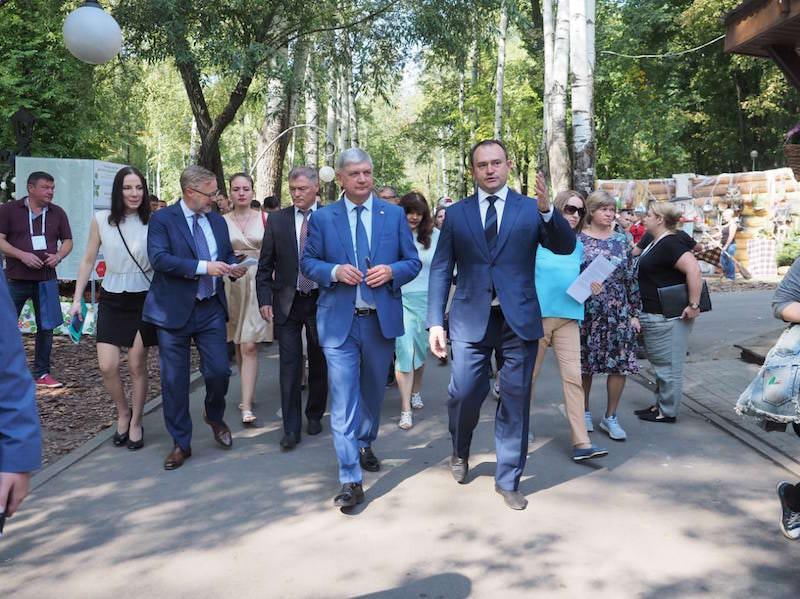 В центре – губернатор Воронежской области Александр Гусев, справа –  глава департамента природных ресурсов и экологии Алексей Карякин