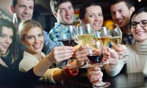 Минздрав рассказал, сколько можно пить женщинам и мужчинам ежедневно без вреда