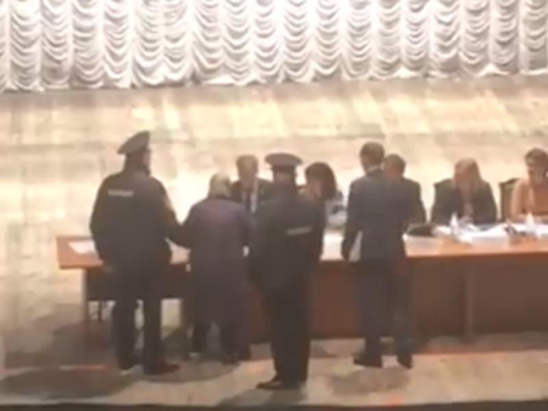 """Нахал бесстыжий"": бабулька устроила разнос мэру Нижнего Новгорода"