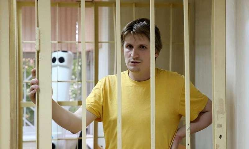 Призывавший к расправе над детьми правоохранителей блогер Синица осужден на 5 лет
