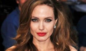 Анджелина Джоли стала блондинкой дляроли летающей супергероини
