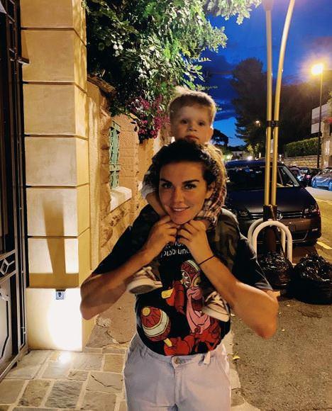 Анна Седокова накричала на персонал клиники, где «мучили» ее сына