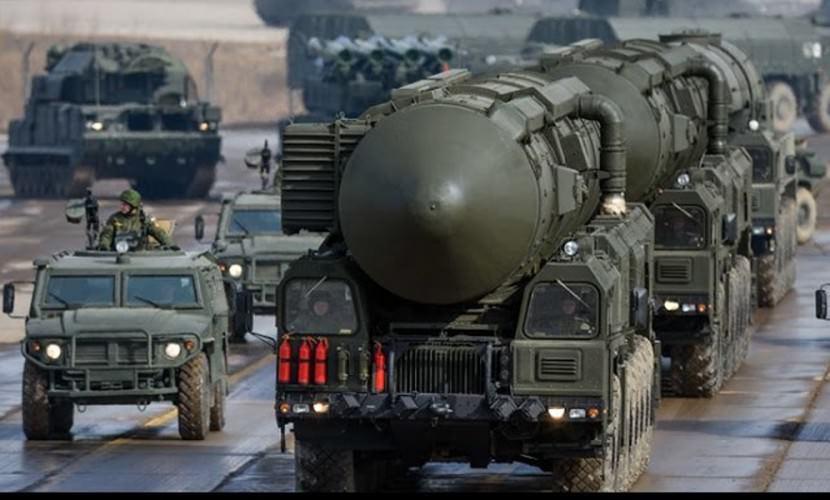 """""""Мы делаем ракеты и танки, но они не будут нужны"""": эксперт о бессмысленности вооружений"""