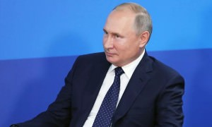«Дима, отдай!»: Путин пошутил про бюрократию