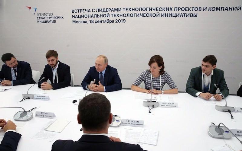 """Дима, отдай!"": Путин пошутил про бюрократию"