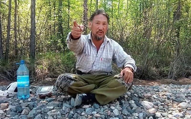 """Полиция задержала якутского шамана, шедшего в Москву """"изгонять Путина"""""""