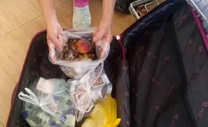 Российские туристы  попытались вывезти чемодан  еды из отеля Турции