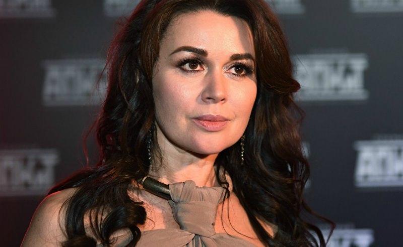 СМИ: Анастасию Заворотнюк готовят к операции по удалению опухоли