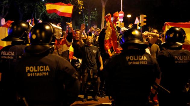 Барселона превратилась в поле сражения за независимость Каталонии