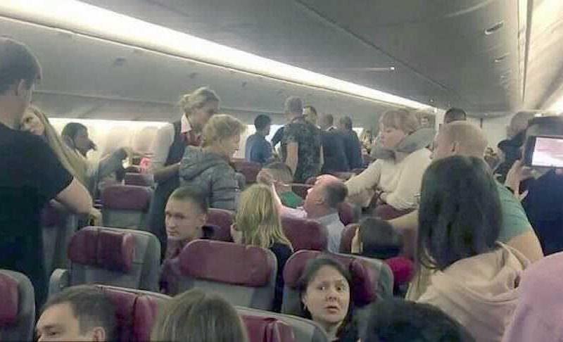 Кошмарный рейс: авиапассажир решил выйти из самолета на высоте 12 км