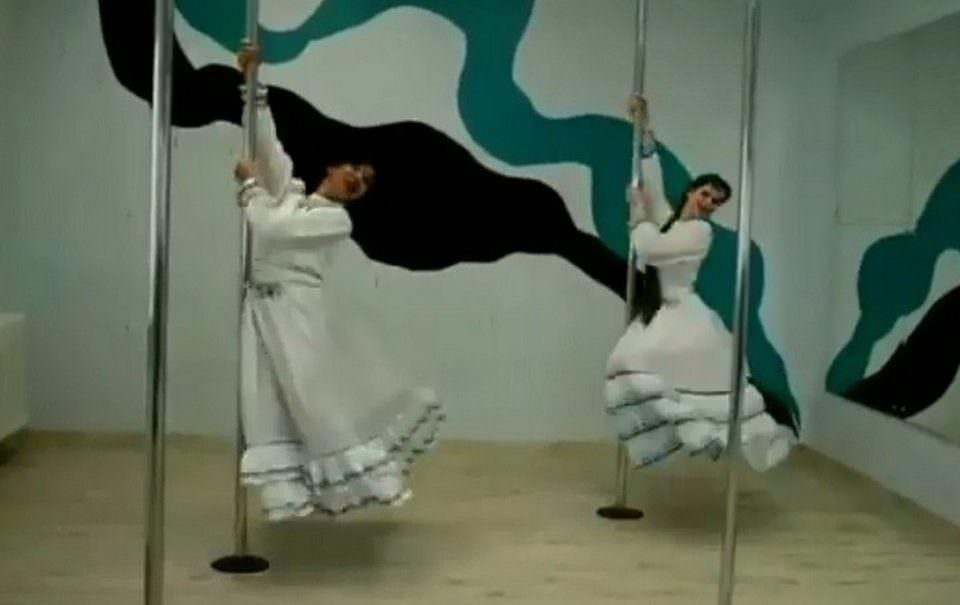 Девушки исполнили башкирский национальный танец на пилоне и началось...