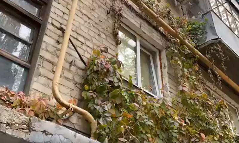 http://bloknot.ru/chp/pokazali-put-v-shkolu-ubitoj-v-saratove-devochki-631947.html