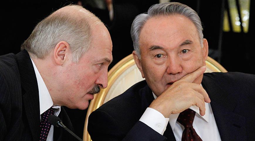 Лукашенко признался, что бегал за пивом для Назарбаева