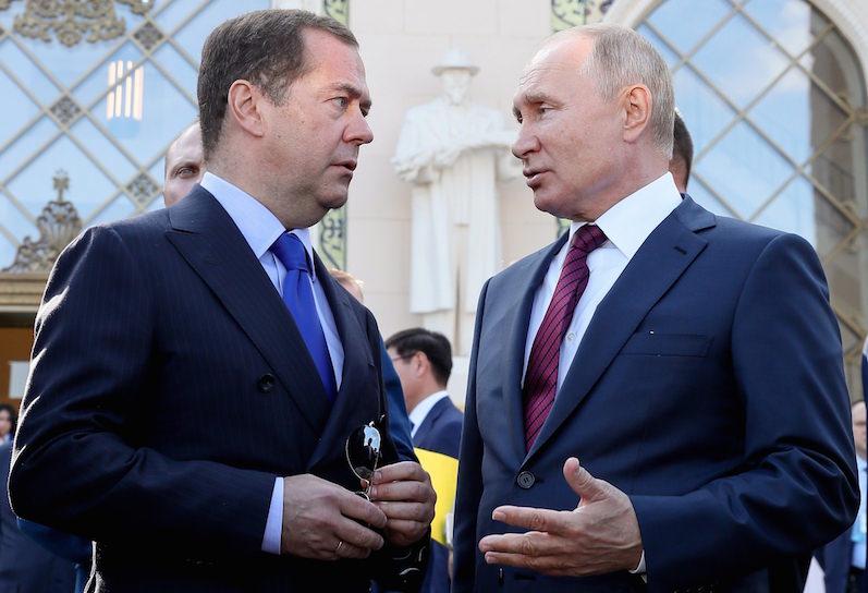 Путин увеличил вознаграждение и проиндексировал зарплату президенту и Медведеву - Блокнот