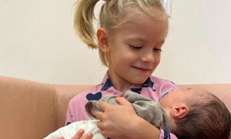 «Он такой хороший!»: 5-летняя дочь Тимати познакомилась с братом
