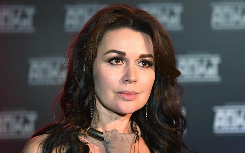 Директор Анастасии Заворотнюк опроверг новость о смерти актрисы