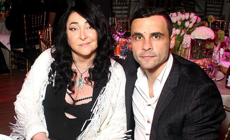 Муж Лолиты требует миллионы за сенсацию о браке с певицей
