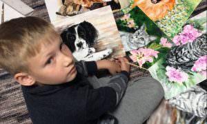 Мальчик прославился трогательной помощью бездомным животным