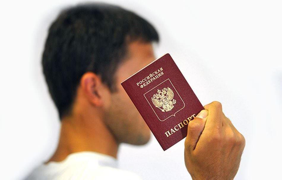 «Для европейских чудаков»: российские паспорта будут «продавать» иностранцам