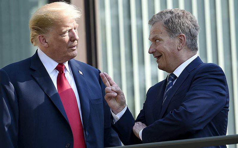 Не шлепать! Президенту Финляндии не понравилось, что Трамп тронул его колено