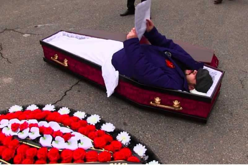 Россияне определили цену своей жизни после смерти - Блокнот Россия