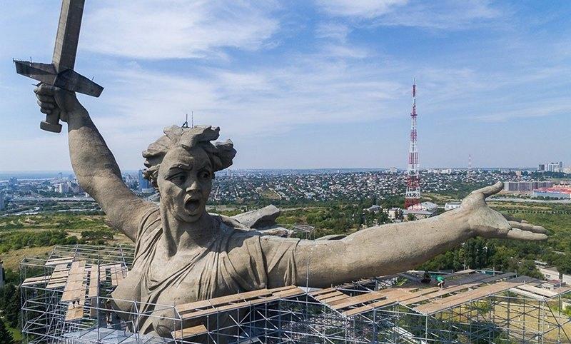 http://bloknot.ru/obshhestvo/kalendar-15-oktyabrya-den-monumenta-rodina-mat-zovyot-obshhestvo-631998.html