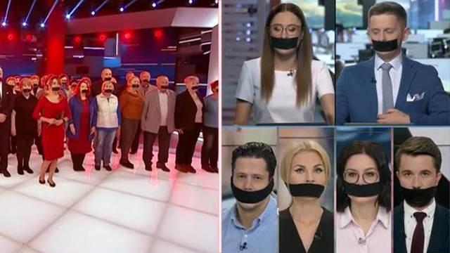 Украинские тележурналисты заклеили рты скотчем в знак протеста
