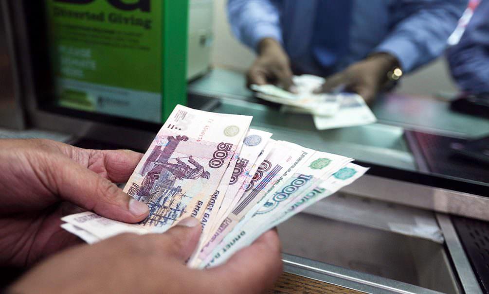 Россиянам стало рекордно невыгодно нести деньги в банки
