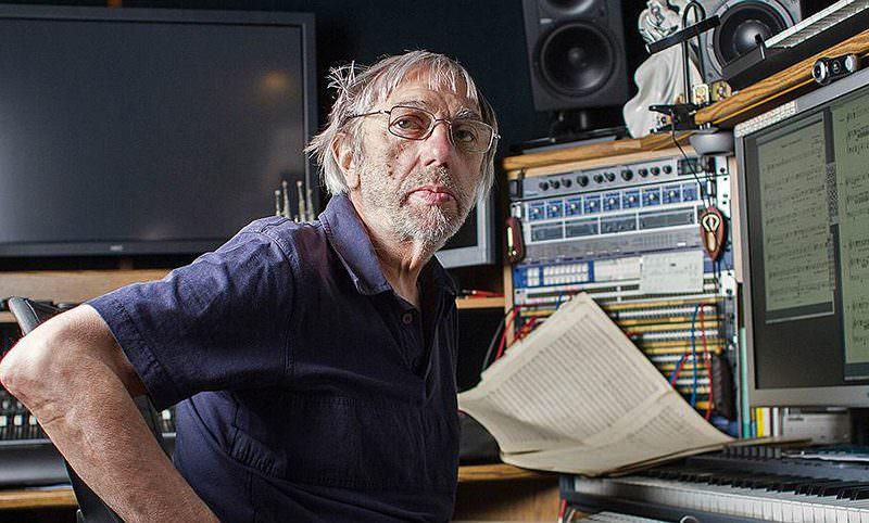 Календарь: 30 ноября - День гения-композитора, придумавшего музыку к культовому кино