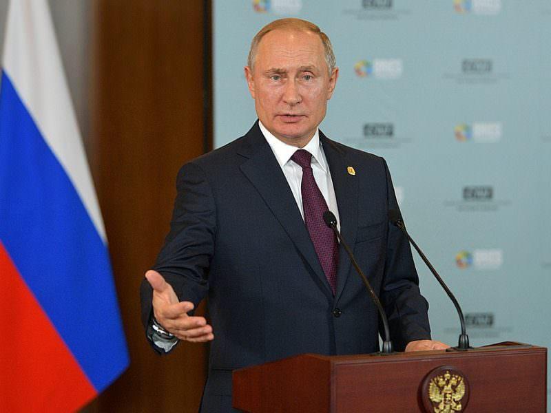 Путин заявил о необходимости критиковать власть