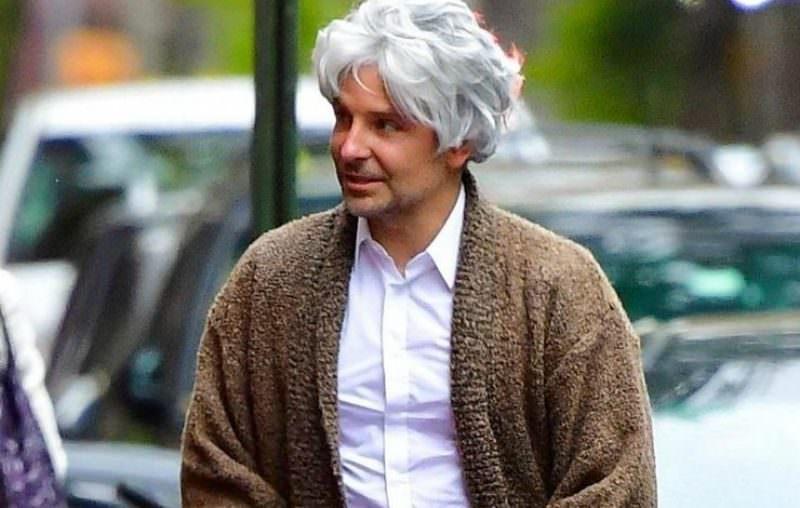 Брэдли Купер в парике и юбке вышел на прогулку с дочерью