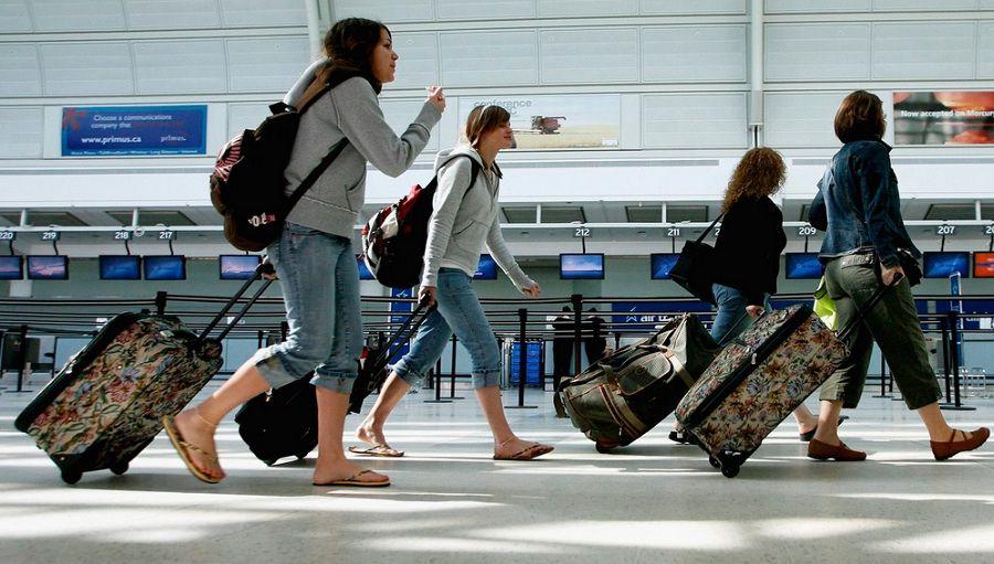 Рекордное за 10 лет число молодых россиян хотят «свалить» за границу