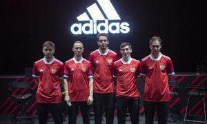 Из-за скандала сборная России по футболу отказалась от новой формы