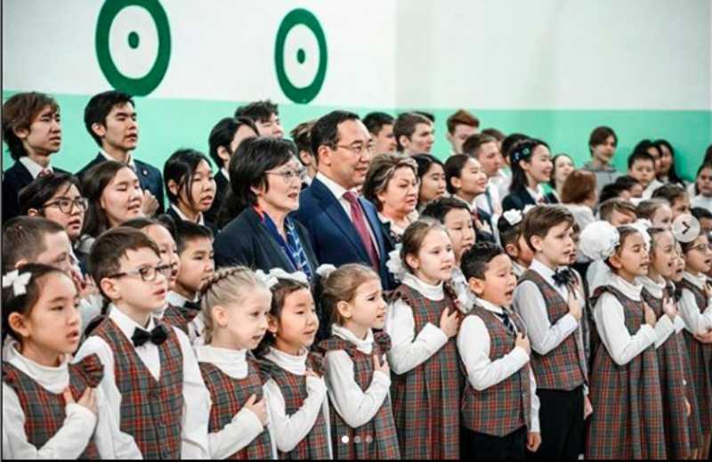 Якутских школьников обязали с утра исполнять гимн России