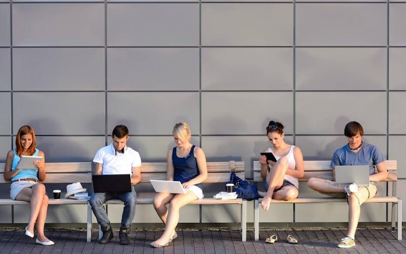 В Госдуме связывают падение рождаемости с зависимостью от Интернета